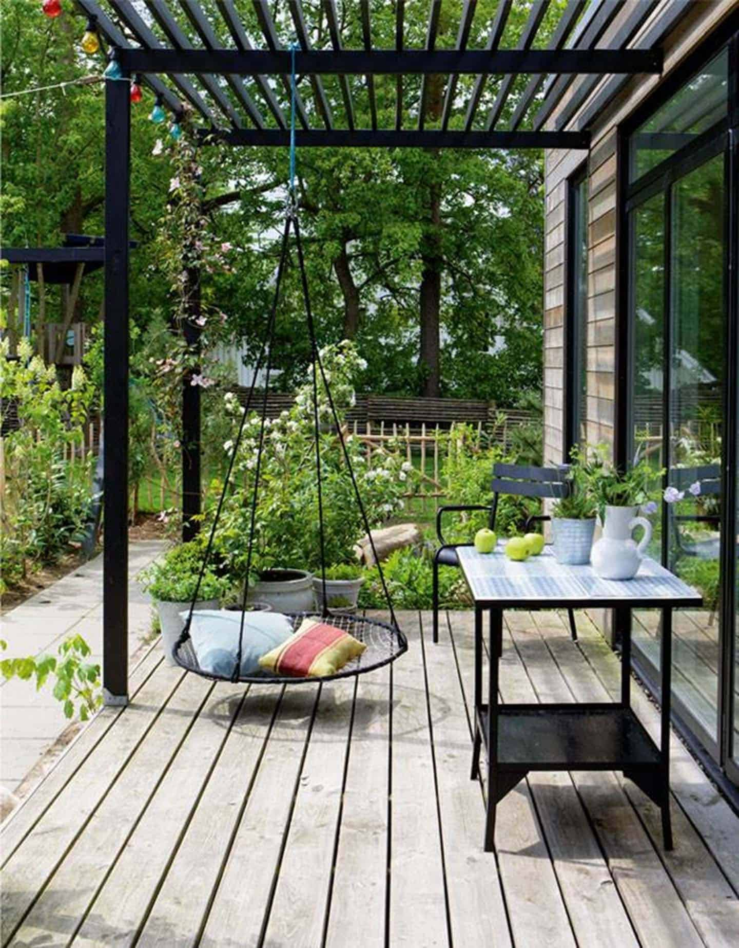 pergola-covered-side-porch
