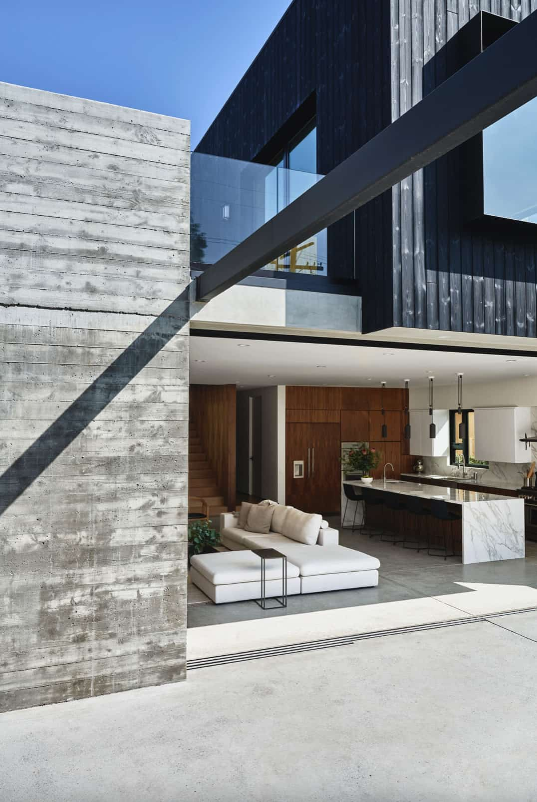 suvremeni-dom-vanjski-dvorište-dvorište