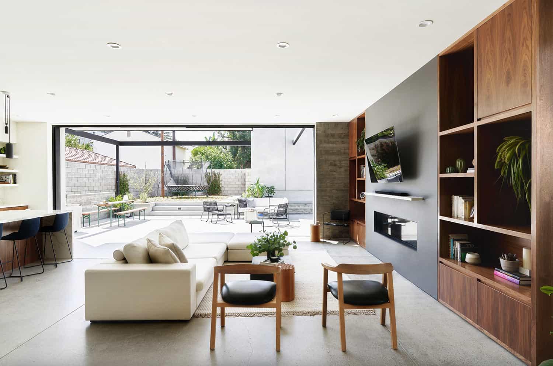 suvremena-dnevna soba-s-kaminom