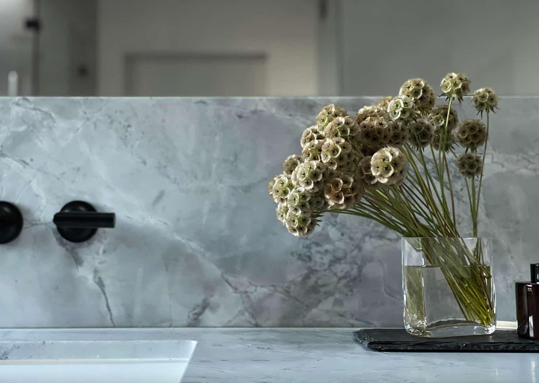 suvremena-majstor-kupaonica-taština-bijeli-mramor
