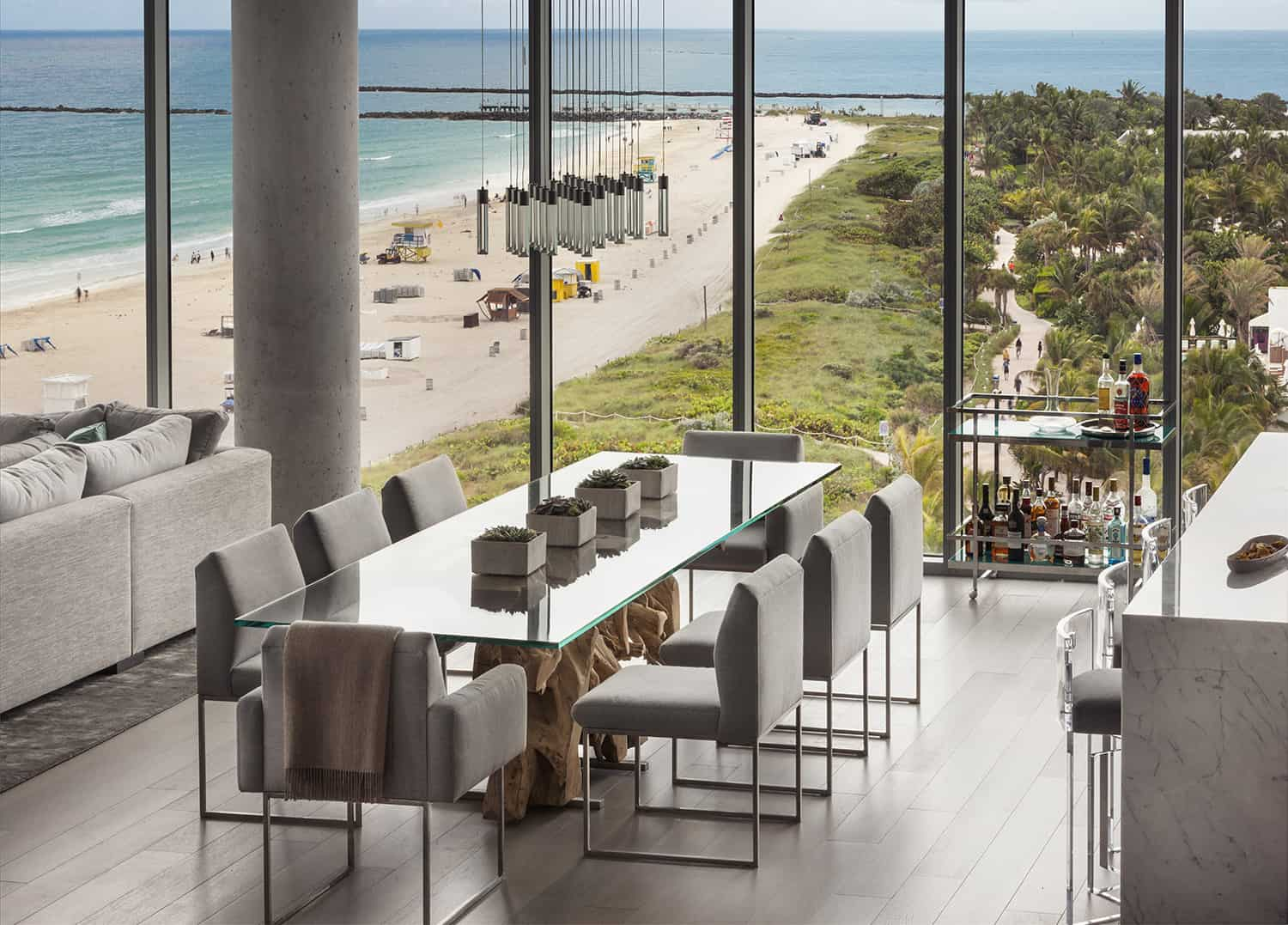contemporary-penthouse-dining-room