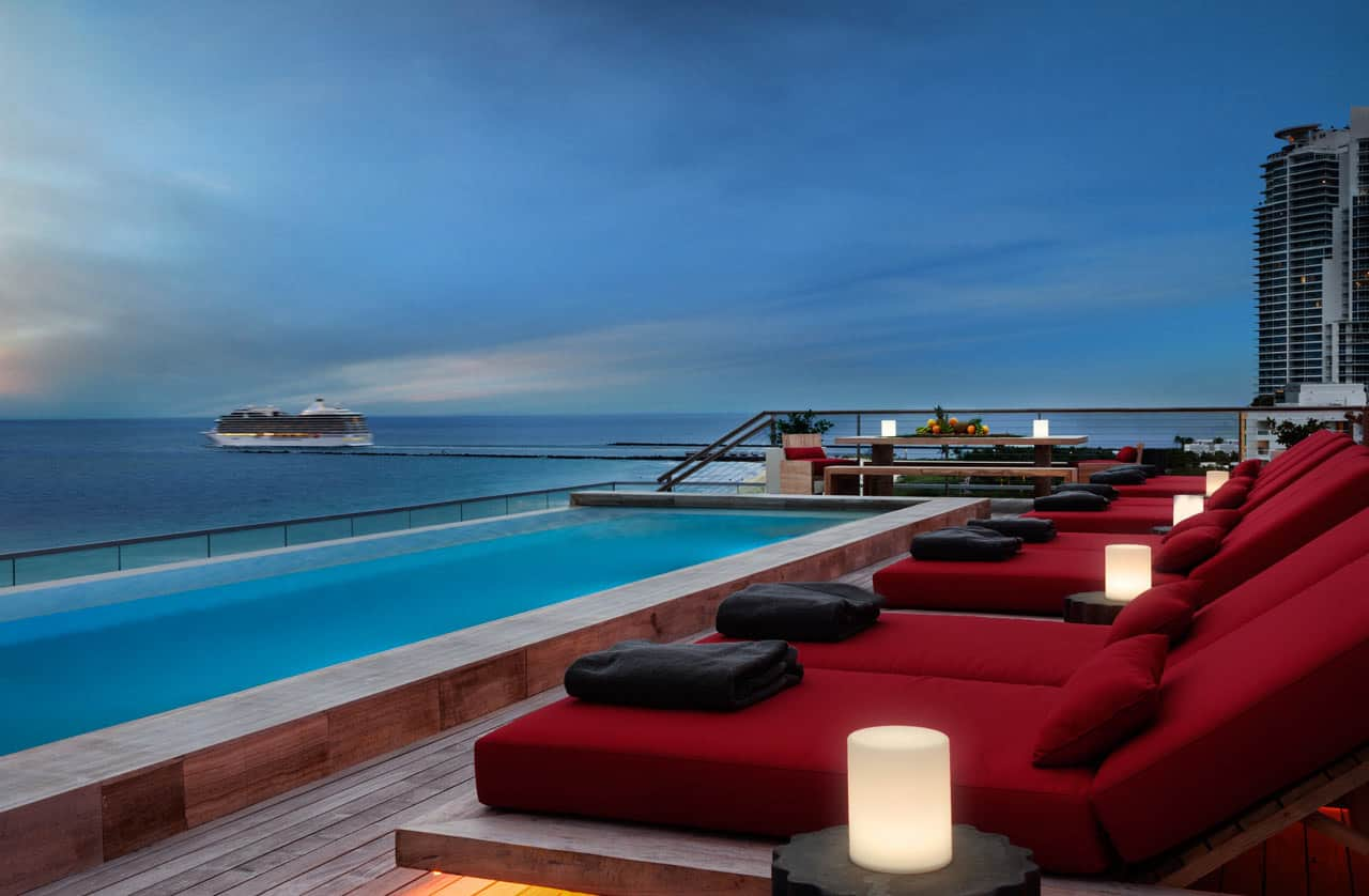contemporary-penthouse-pool-deck