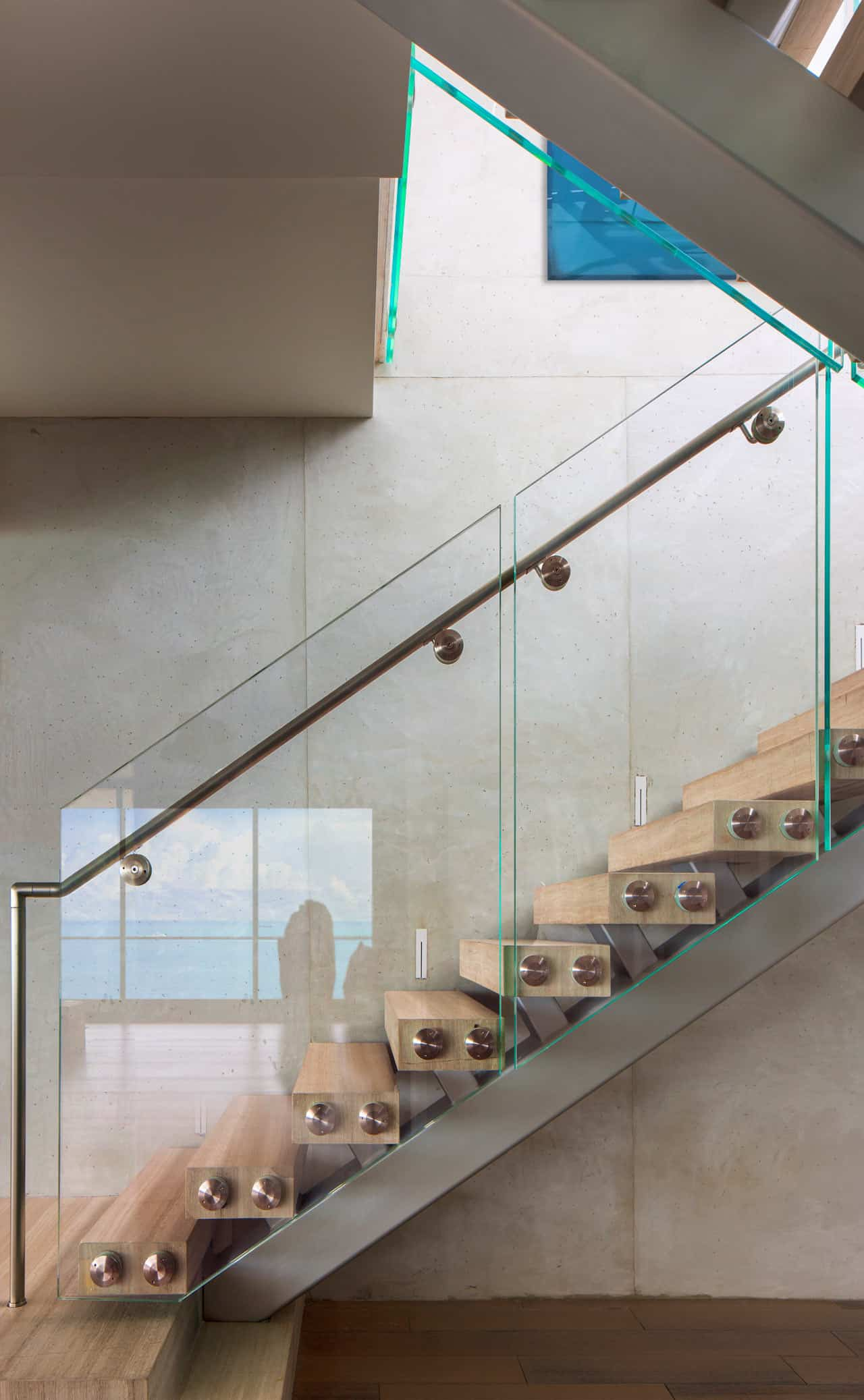 contemporary-penthouse-staircase