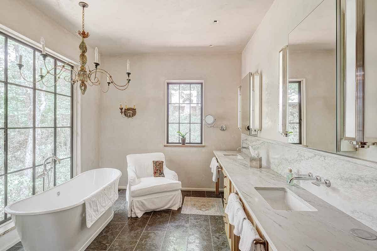 french-country-bathroom