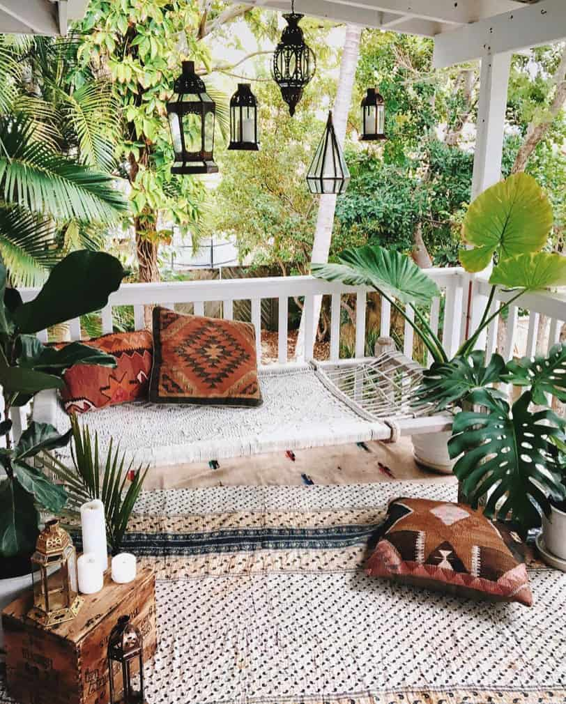 bohemian-chic-outdoor-porch