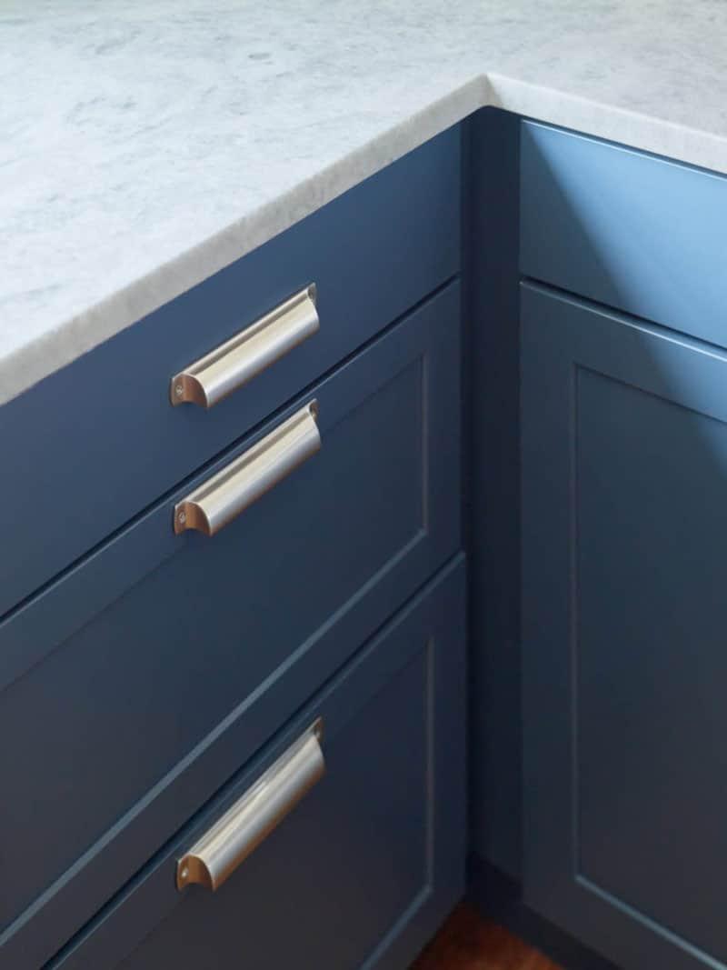 farmhouse-kitchen-cabinet-detail