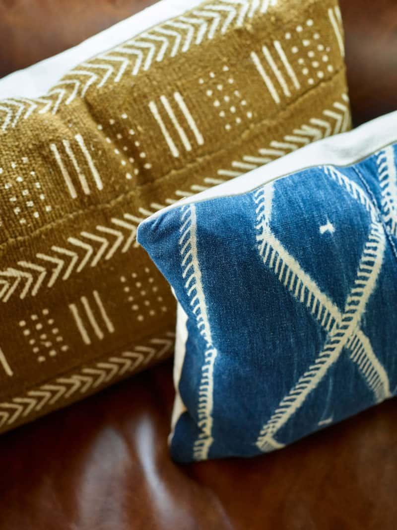 farmhouse-living-room-pillows
