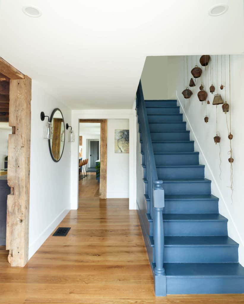farmhouse-entry-staircase