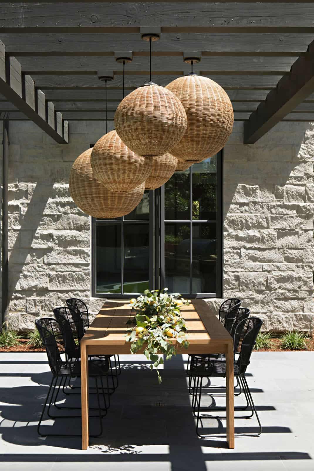outdoor-dining-pergola