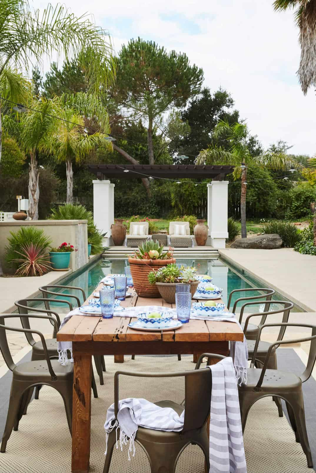 outdoor-dining-patio-pool