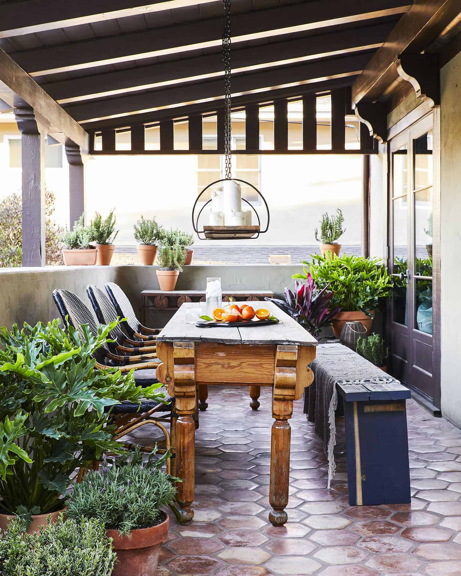 outdoor-dining-covered-patio