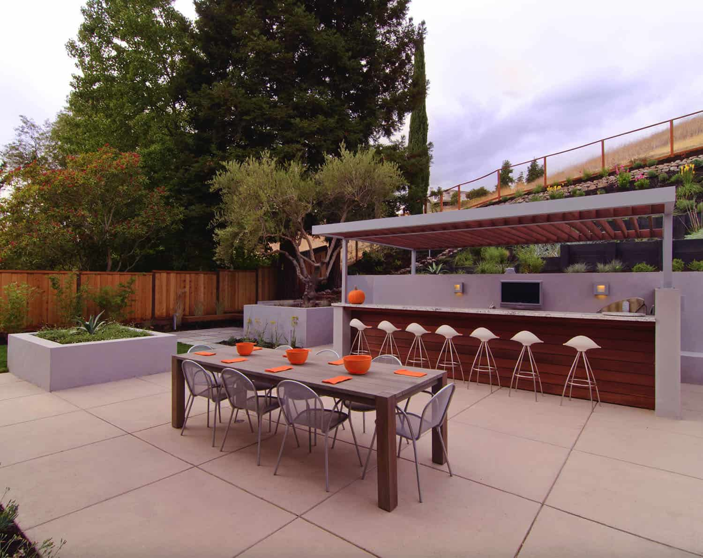 outdoor-dining-patio