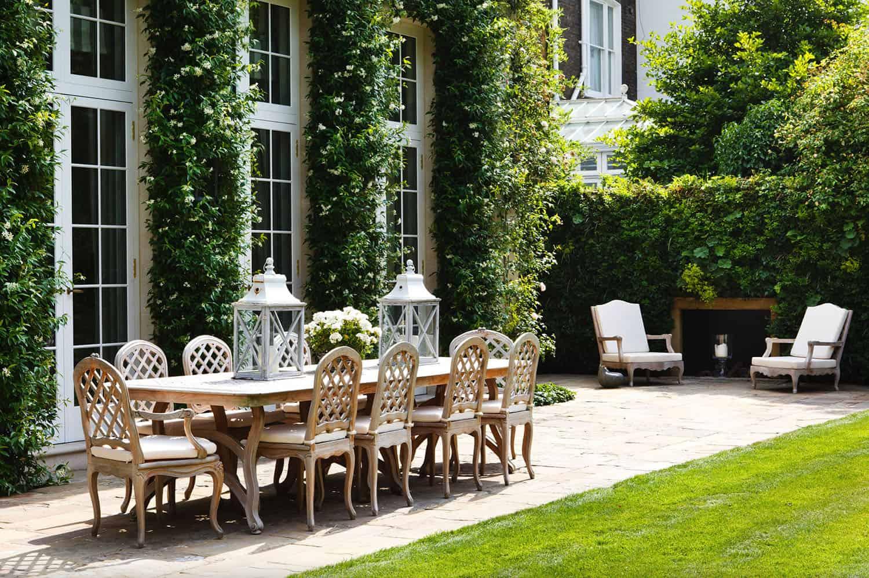 outdoor-dining-space-garden