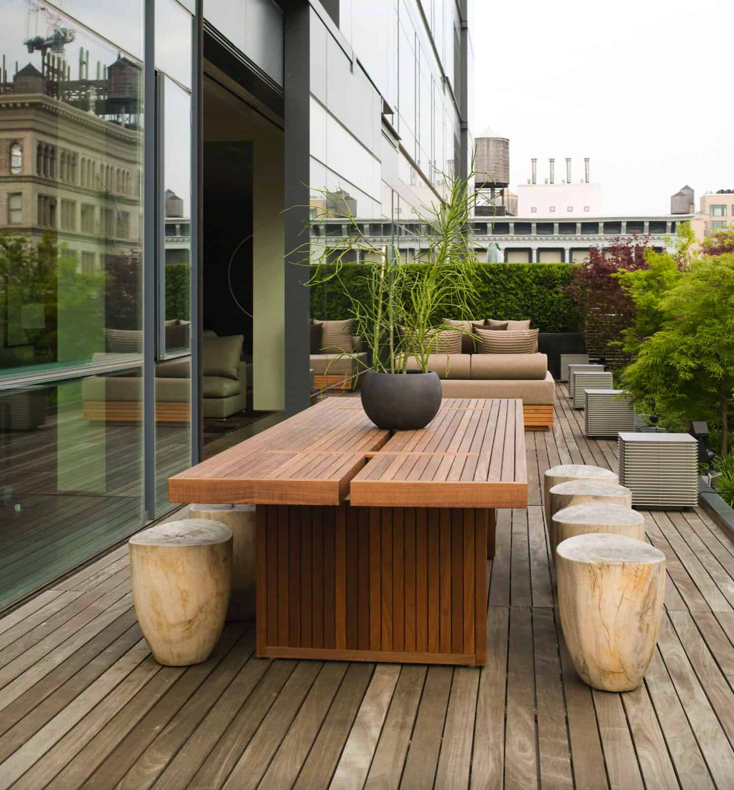 modern-outdoor-dining-space