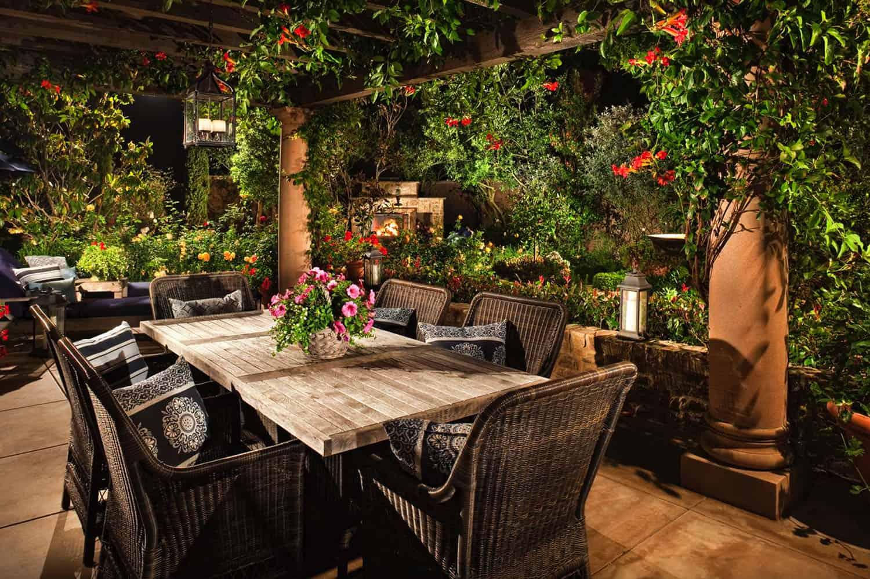 outdoor-dining-pergola-garden