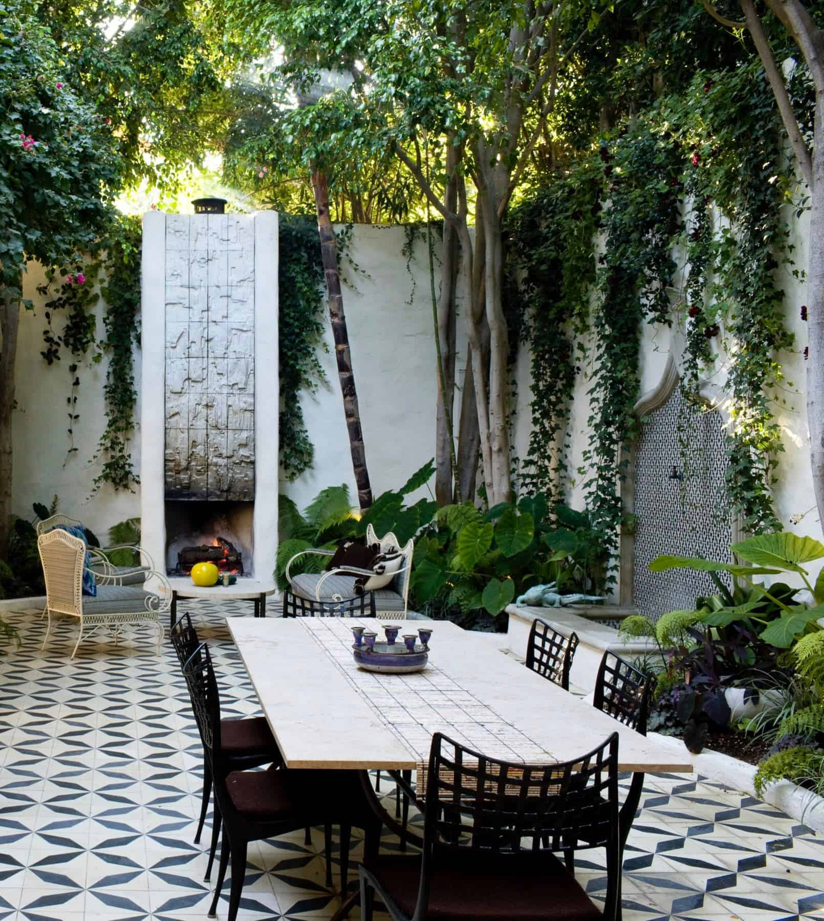 Spanish-Colonial-outdoor-dining-courtyard