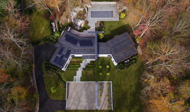 učinkovit-moderan-dom-vanjski-pogled iz zraka