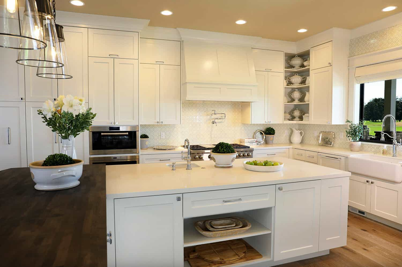 luxurious-farmhouse-kitchen