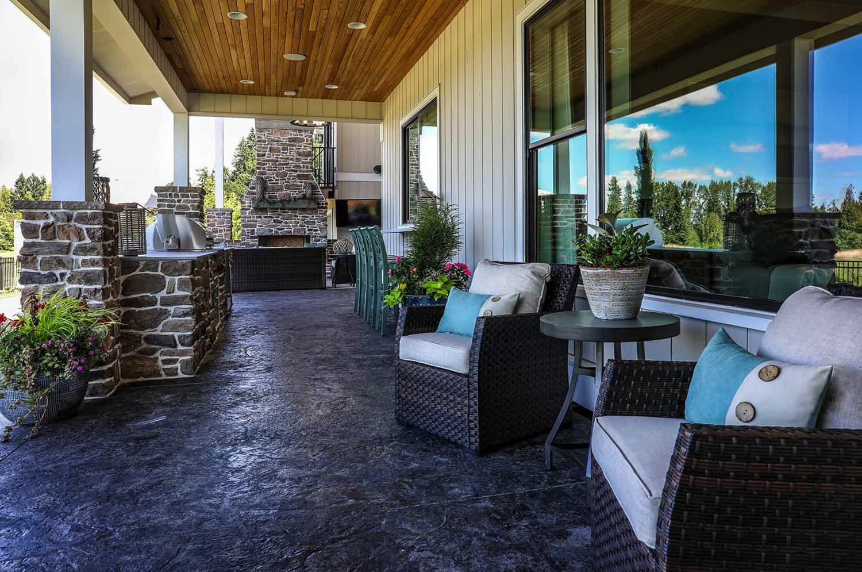 luxurious-farmhouse-patio