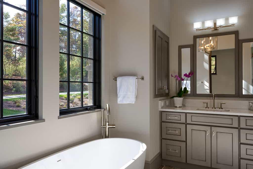 French-contemporary-bathroom