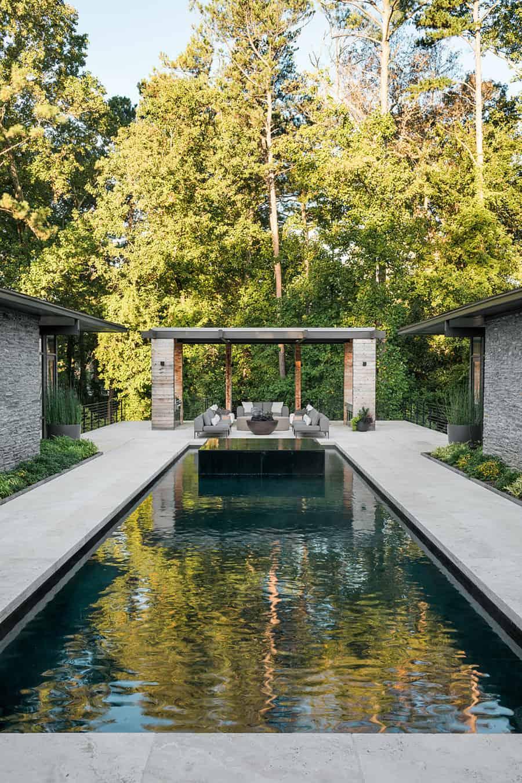 paviljon s bazenom u modernom balijskom stilu