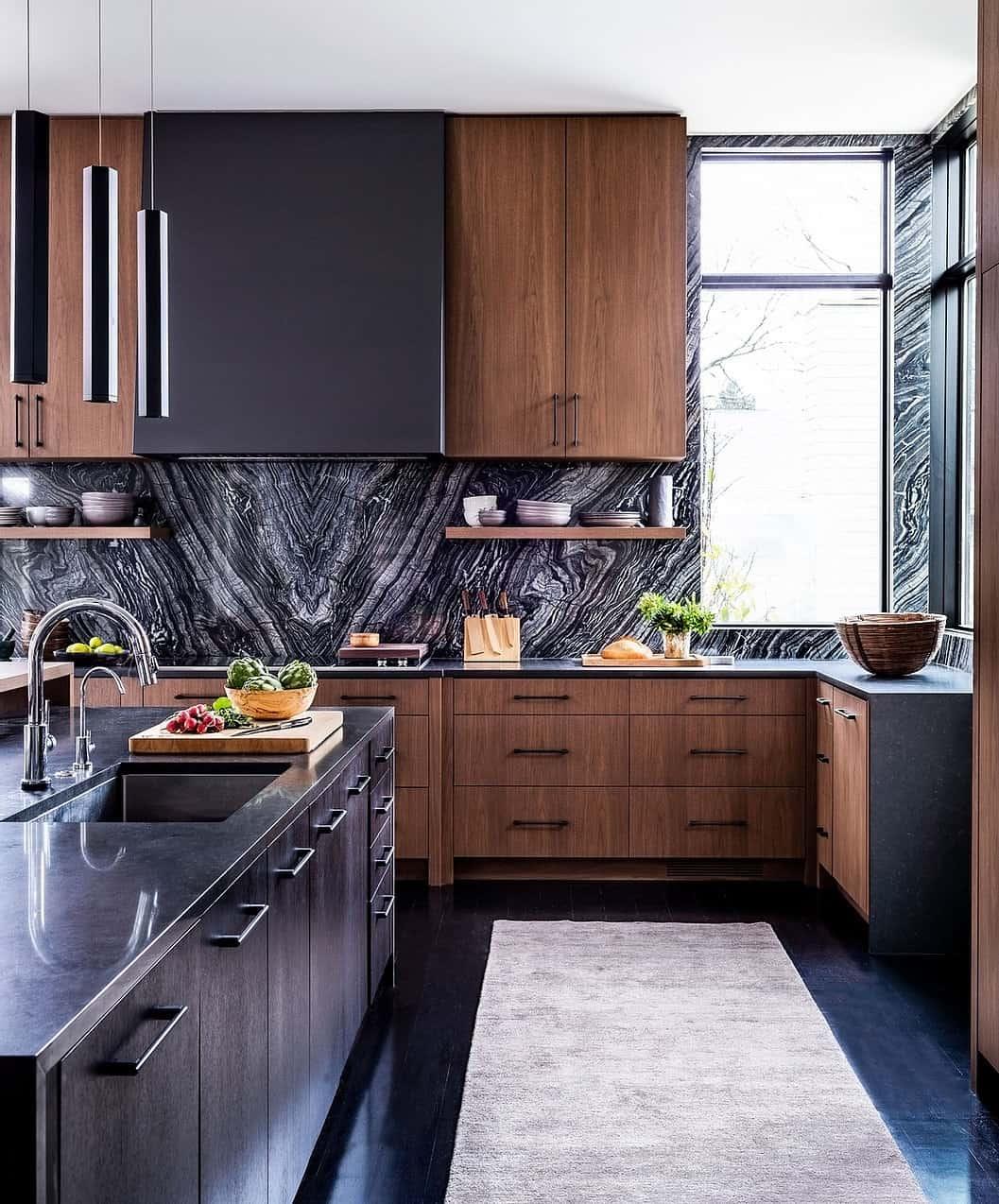 kuhinja u modernom-balijskom stilu