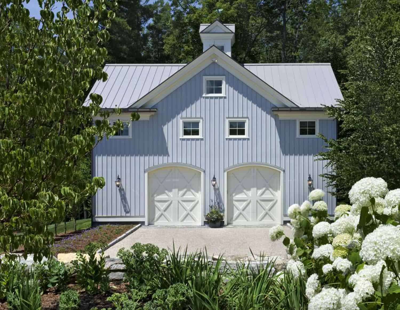 farmhouse-garage-guest-house-exterior