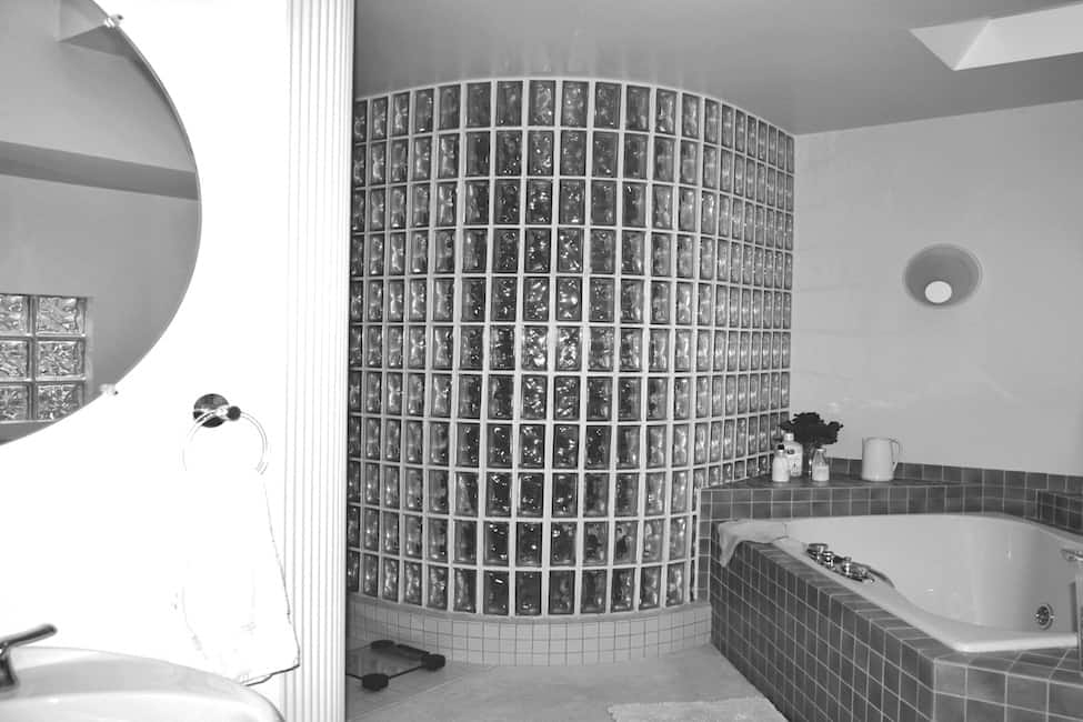 modern-lake-house-bathroom-before-the-renovation