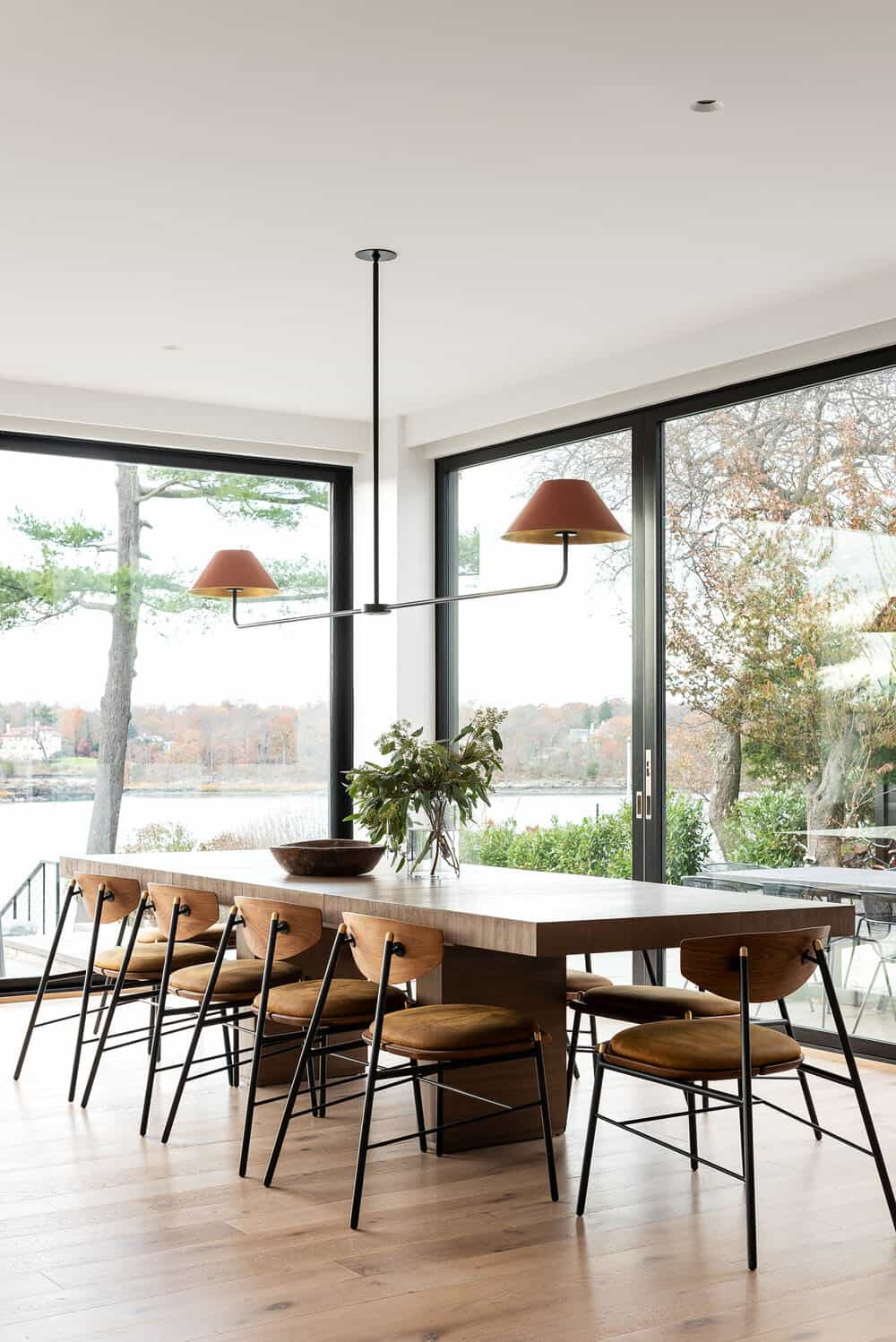 modern-waterfront-dining-room