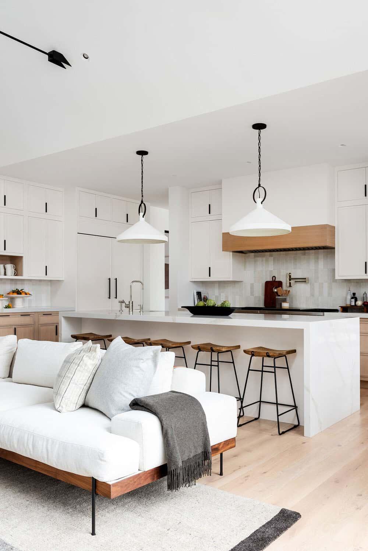 modern-waterfront-living-room