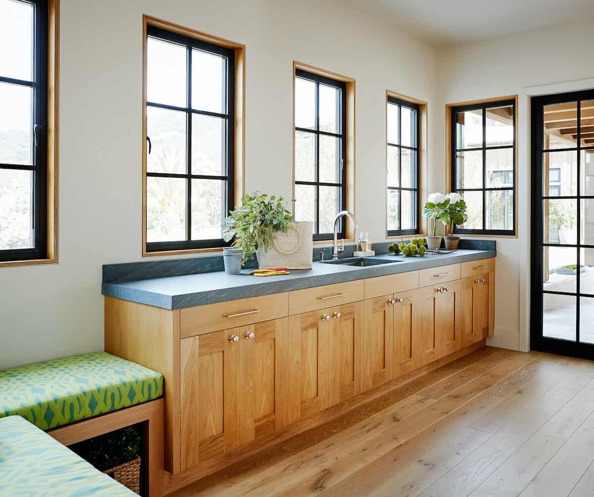 modern-house-mudroom