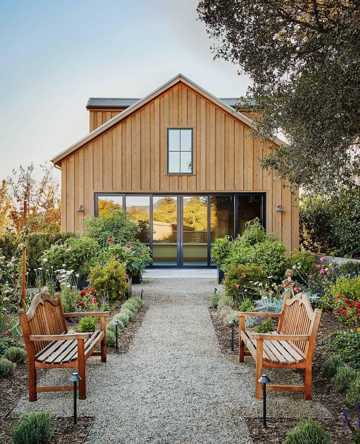 modern-entertainment-barn-guest-house