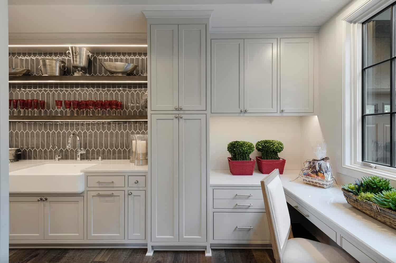 rustic-pantry-with-kitchen-command-center