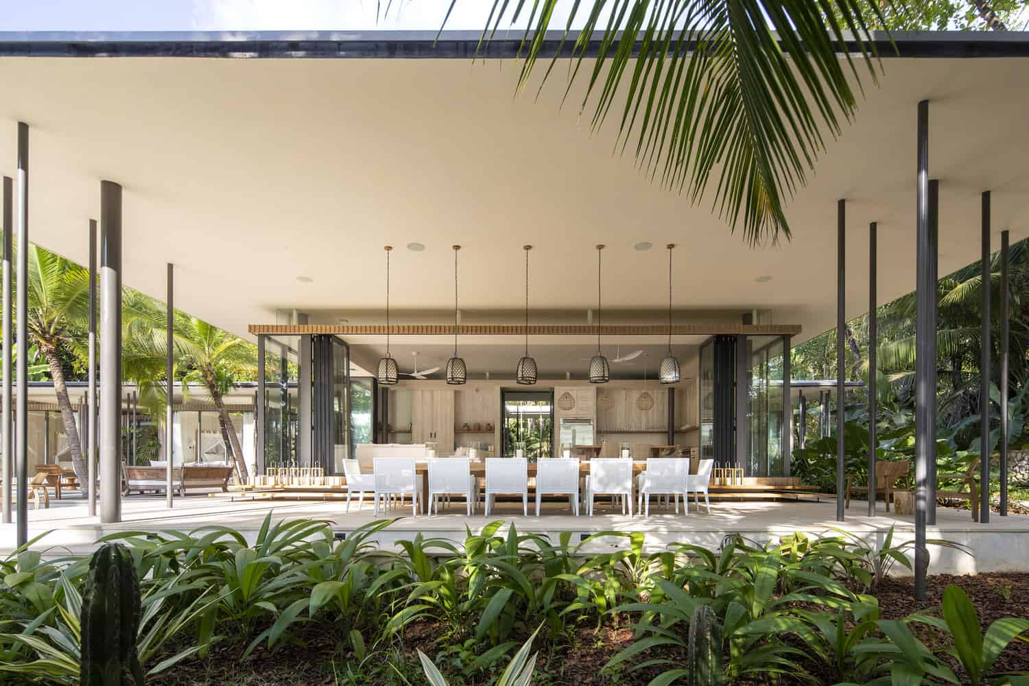 tropical-beach-house-covered-dining