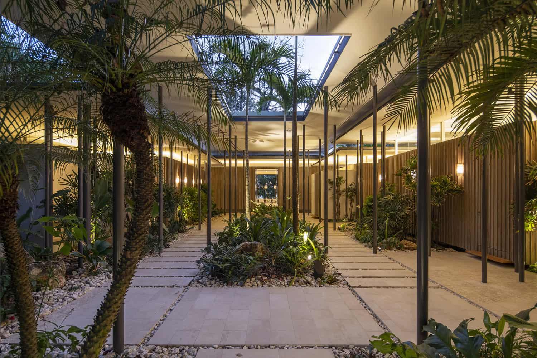 beach-house-courtyard