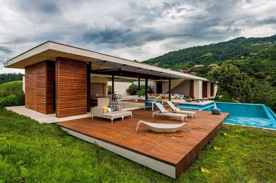 sleek-deck with-a-swimming-pool