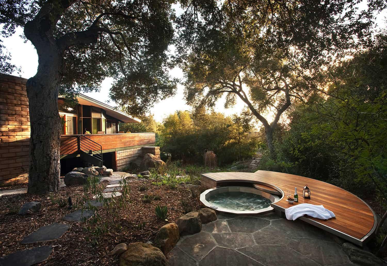 hot-tub-sun-deck