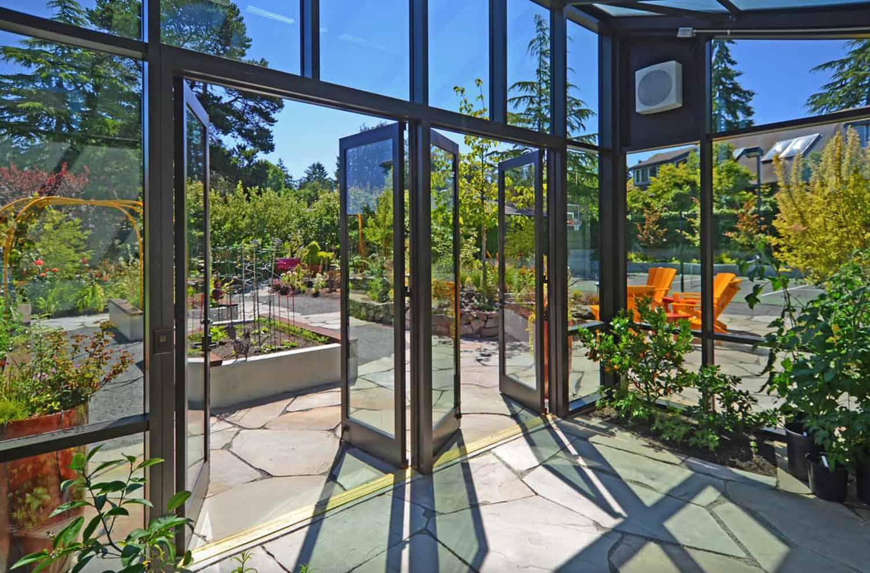 suvremena-staklenička-šupa-ulazna vrata