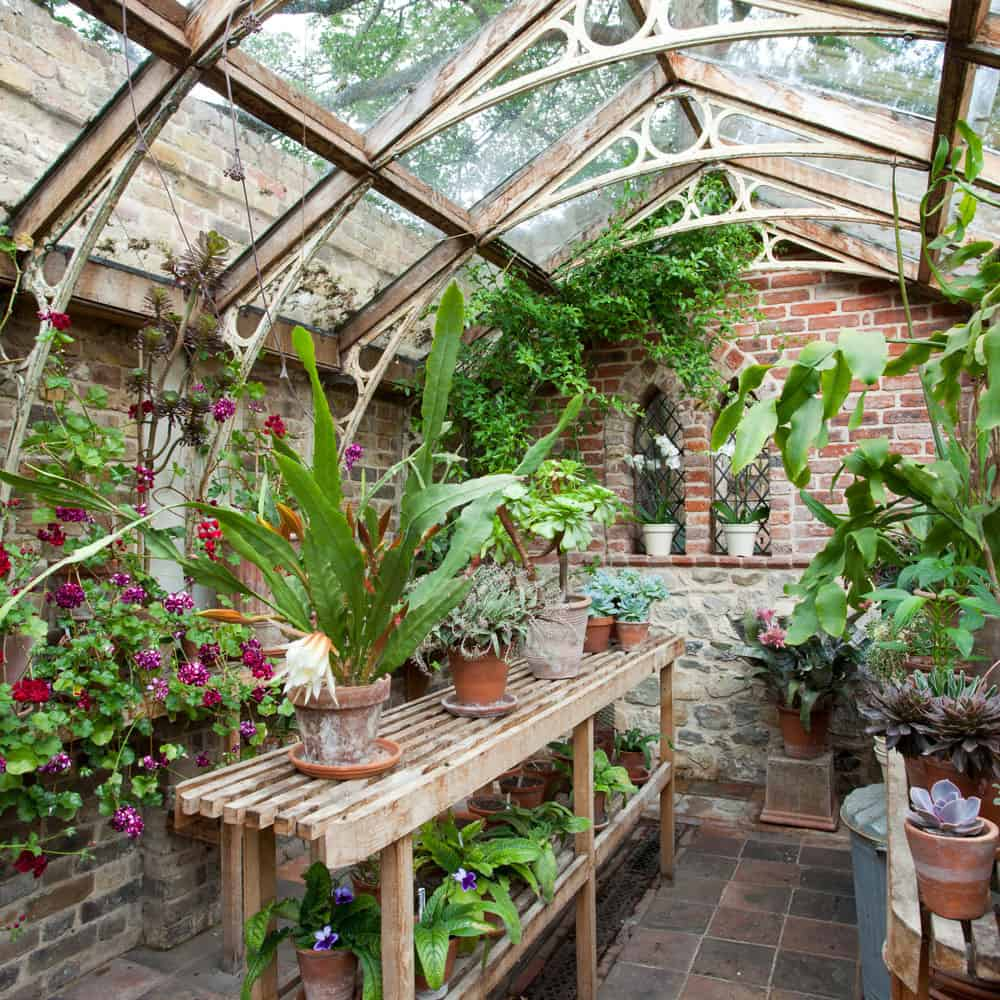 greenhouse-design-with-a-potting-bench