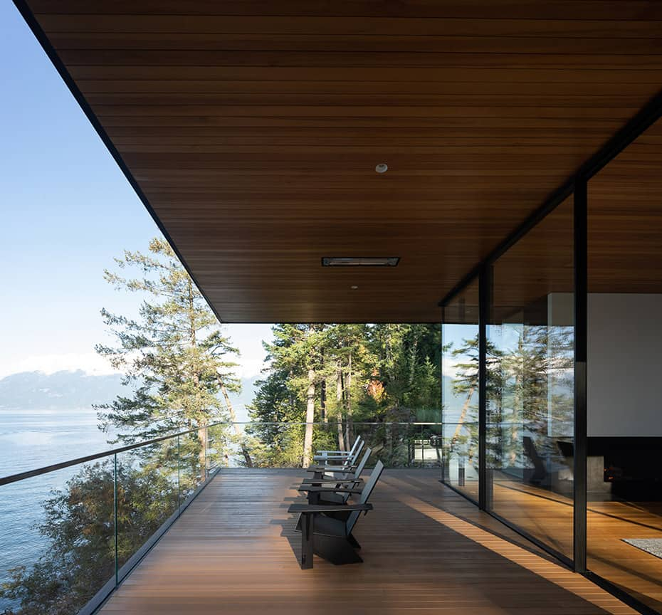 contemporary-deck-with-glass-guardrail-overlooking-howe-sound