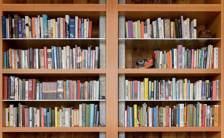 suvremeni-detalj police za knjige