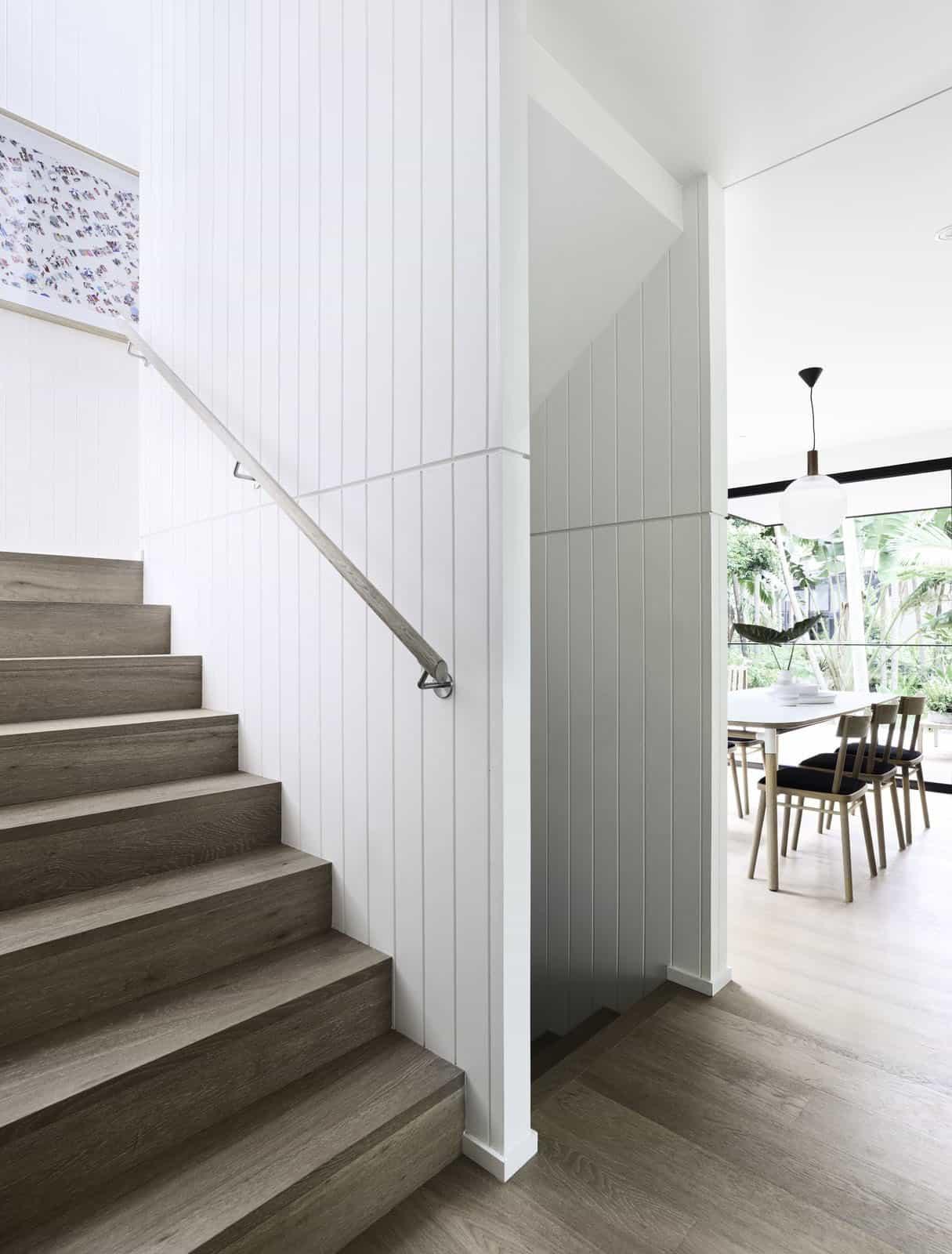 suvremena-prašuma-povlačenje-stubište