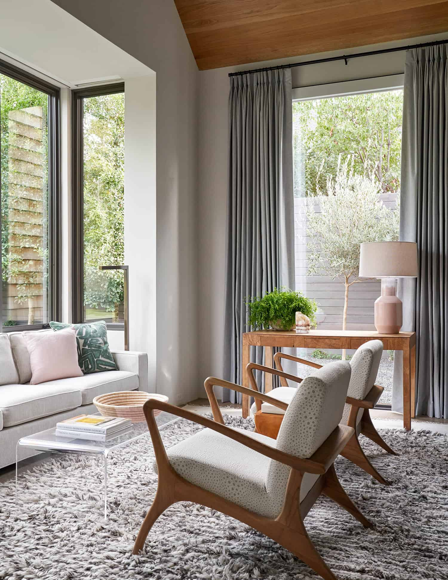 transitional-style-sunroom