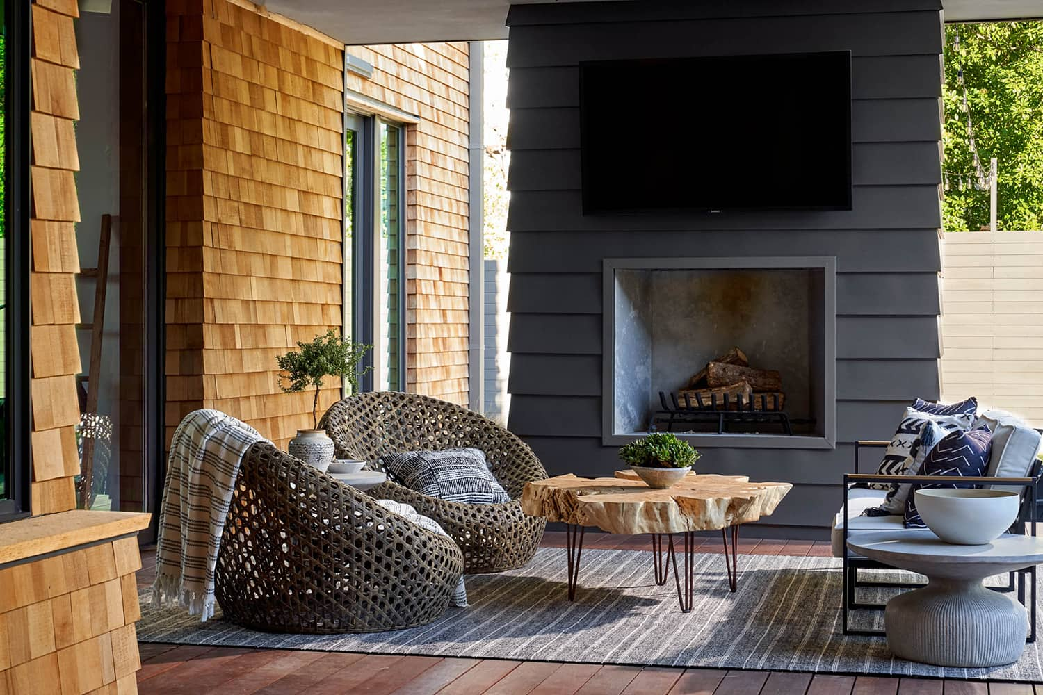 transitional-style-outdoor-living-room