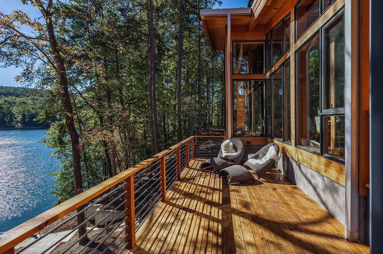 midcentury-modern-lake-house-deck