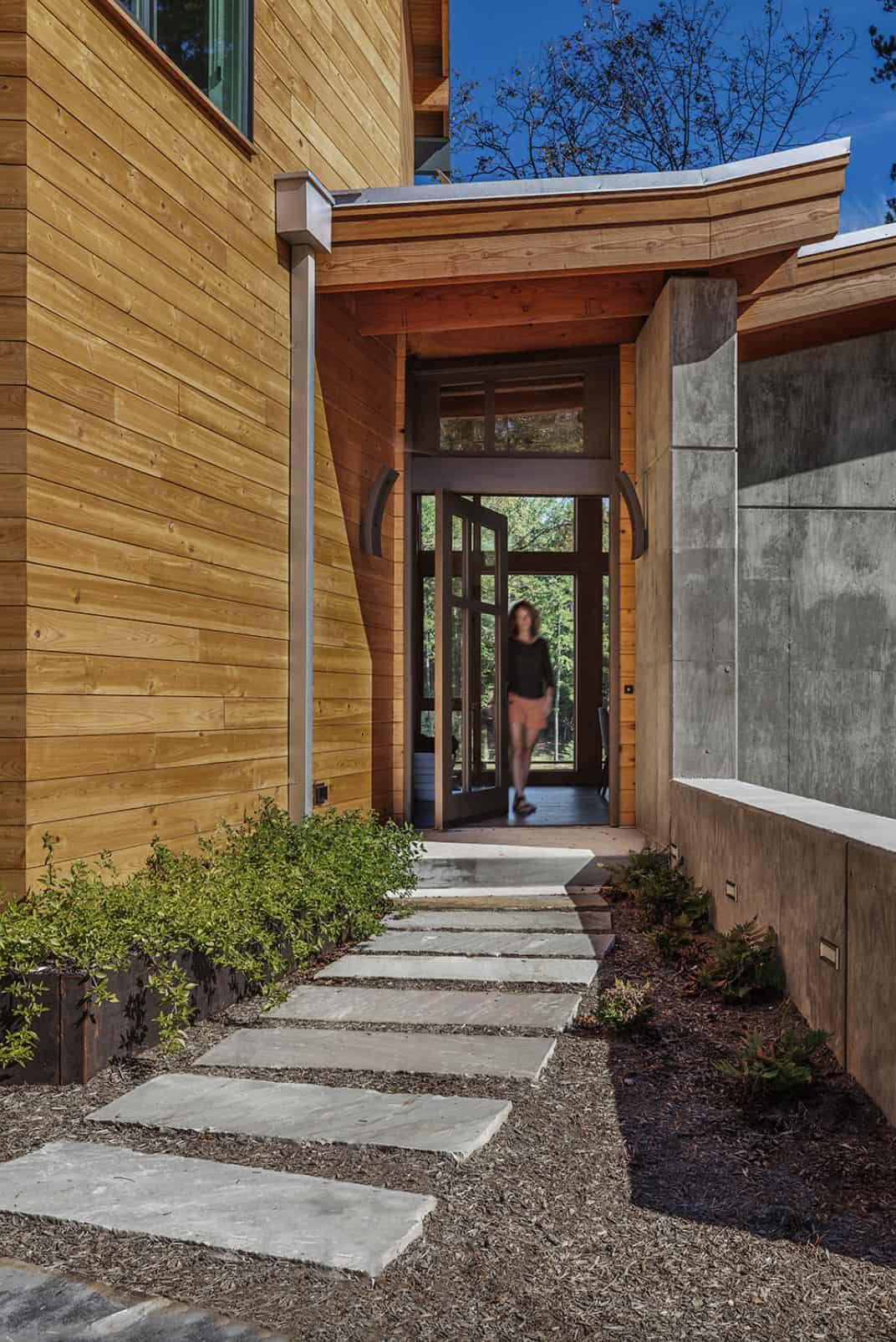 midcentury-modern-lake-house-entry
