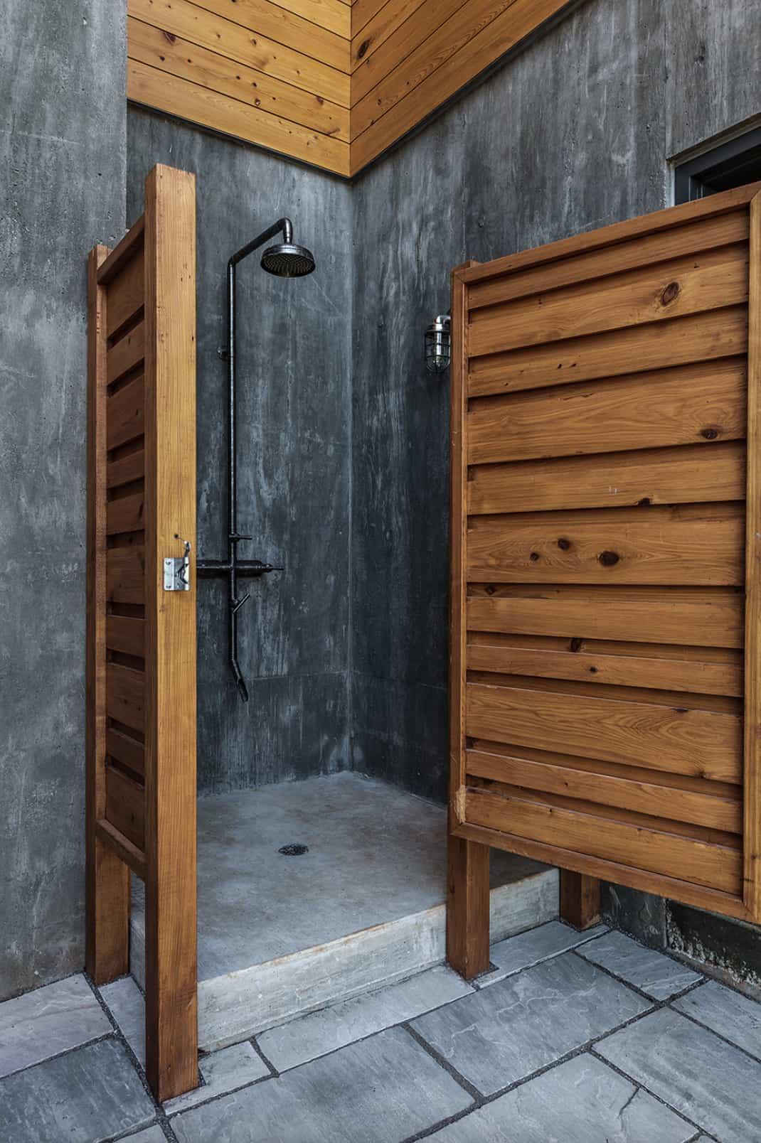 midcentury-modern-outdoor-shower