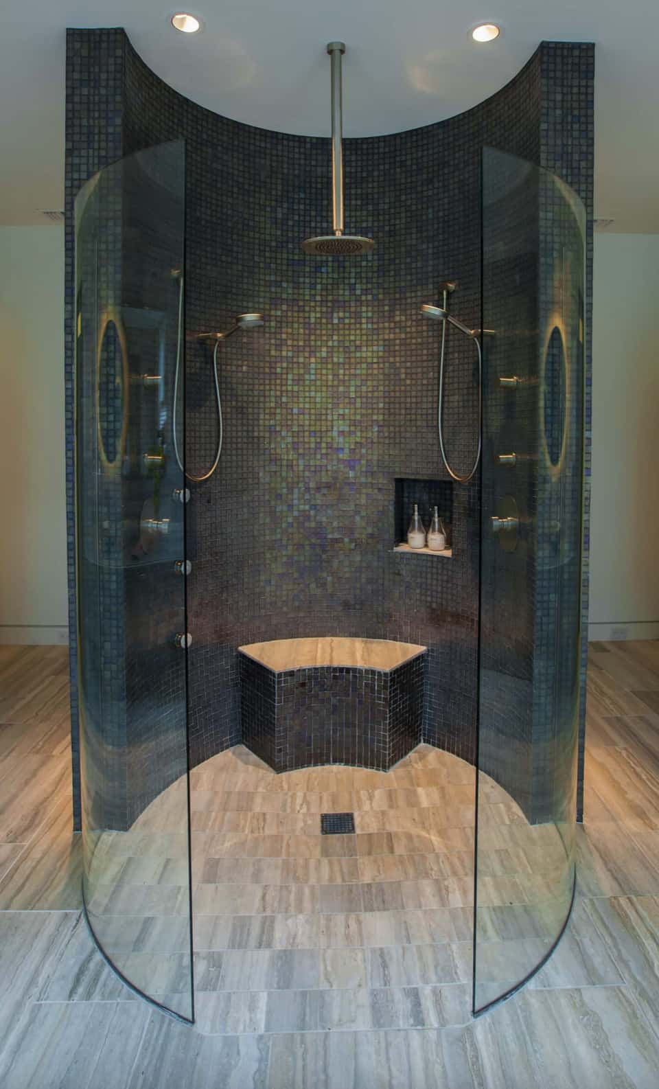 curved-glass-shower