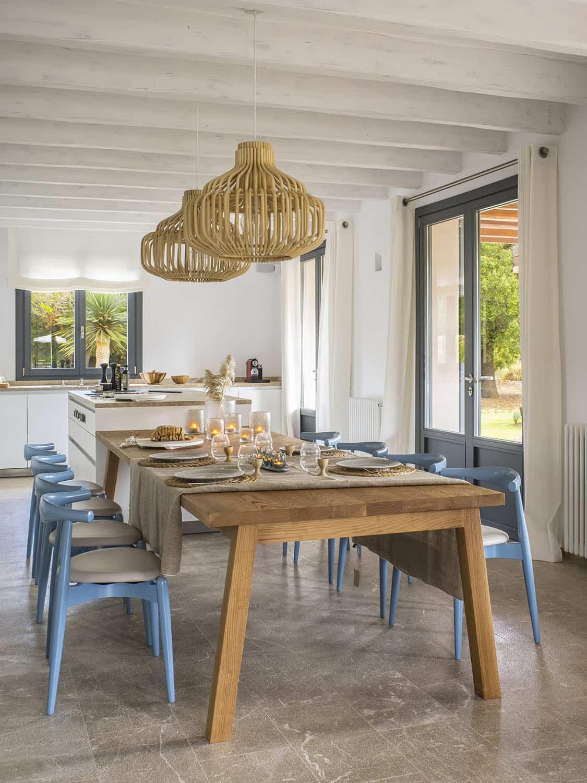 mediterranean-casual-dining-room
