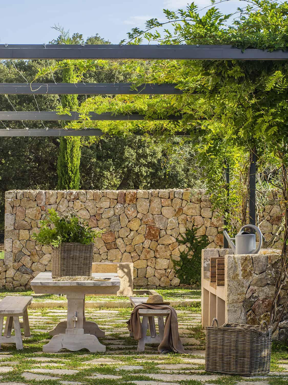 mediterranean-pergola-covered-outdoor-dining